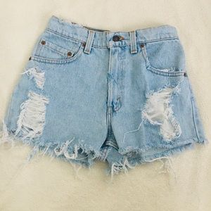 550 relaxed fit Levi ripped shorts